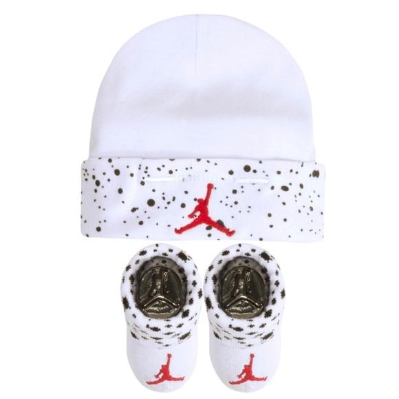 8fffedc3531e32 Jordan Infant Boys Hat and Bootie Combo
